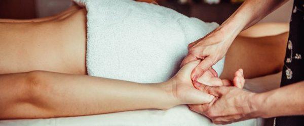 abhyanga-massage-therapy-768x513